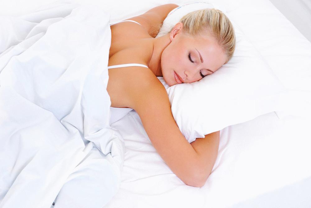 3 прості звички допоможуть зберегти молодість шкіри уві сні