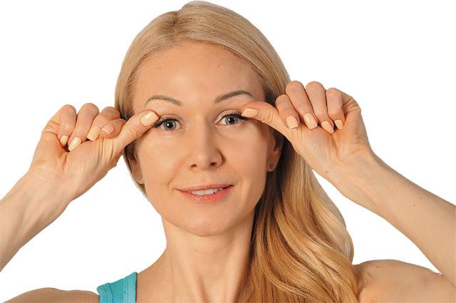 4 помилки у догляді за шкірою навколо очей