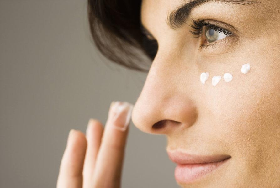 4 важливих ради, якщо шкіра лущиться від сухого клімату