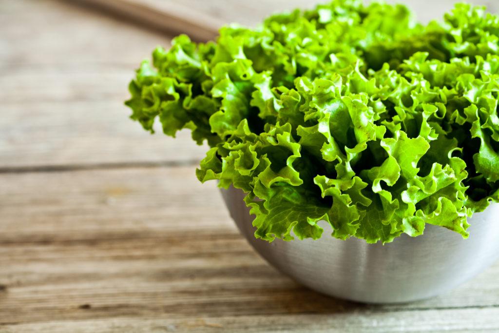 5 масок для обличчя з зеленого салату