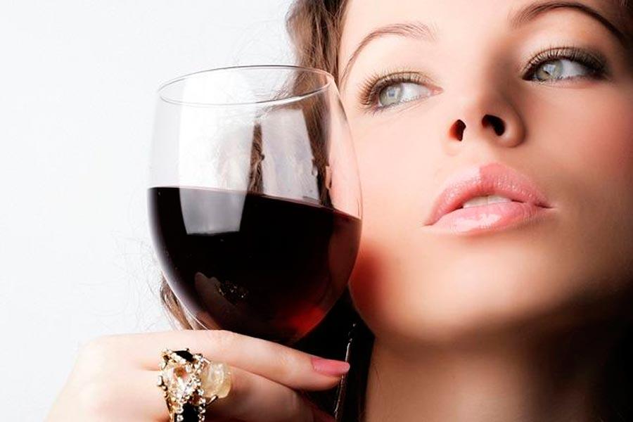 6 рецептів винних масок для обличчя