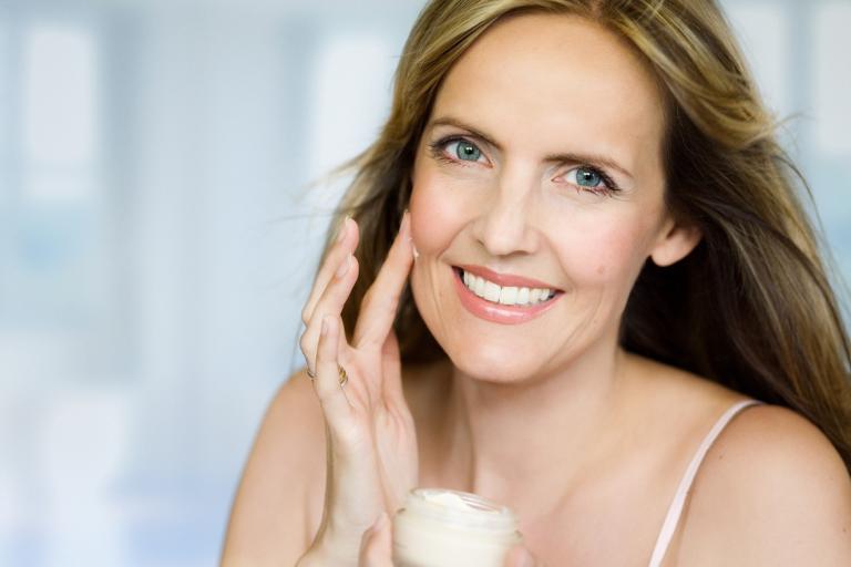 7 ознак, що пора використовувати анти вікової крем і доглядати за шкірою по-новому