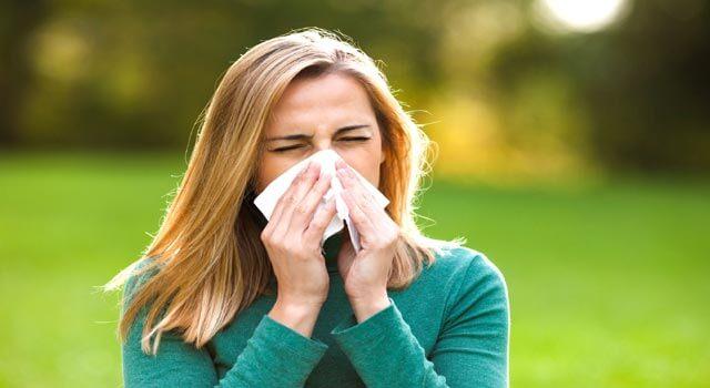 Алергічний фарингіт, перші симптоми алергічного фарингіту