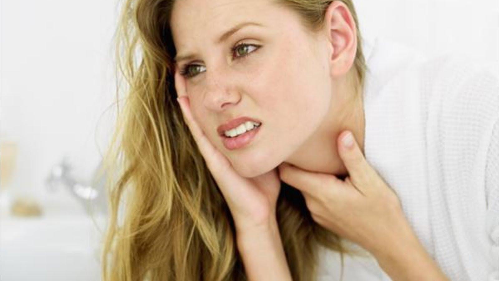 Біль у горлі і вусі c однієї сторони