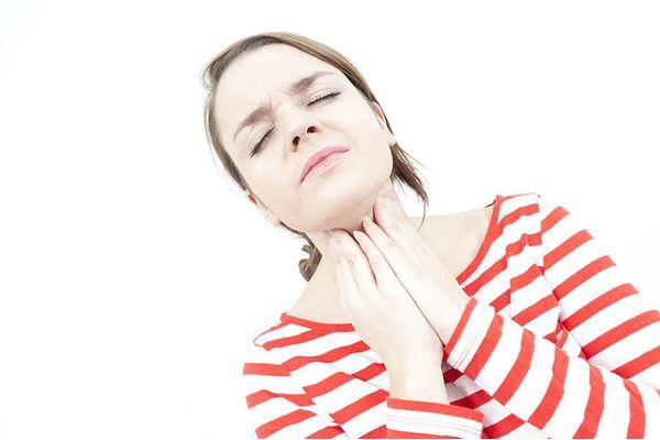 Болить горло – вірус, алергія, пухлина або інфекція… Як визначити причину і допомогти, якщо сильно болить горло: запитаємо лікаря – Автор Катерина Данилова
