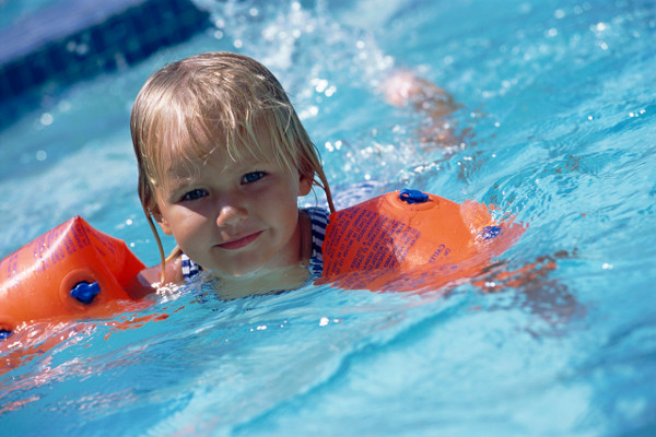 Через скільки після отиту можна ходити в басейн? Чи можна приймати ванну при отиті