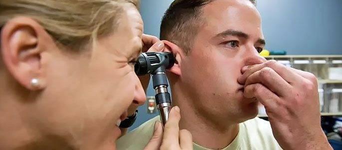 Чи можна при отиті продувати вуха