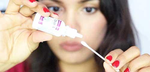Чим можна швидко приховати прищі на обличчі в підлітковому віці?