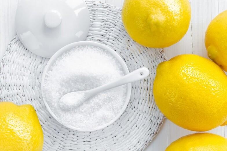 Чим відмити духовку від пригорілого жиру народними засобами