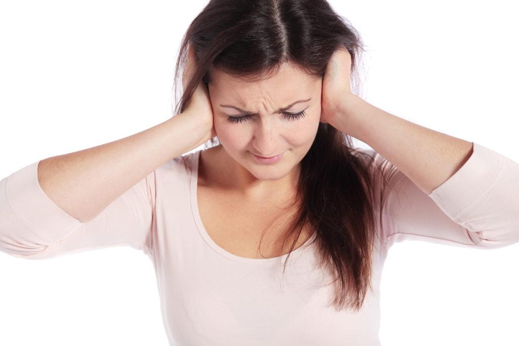 Чому горять вуха: основні причини і народні прикмети даного явища
