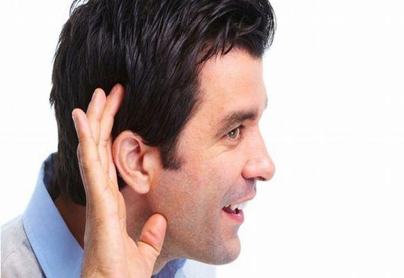 Чому з'являється тріск у вухах
