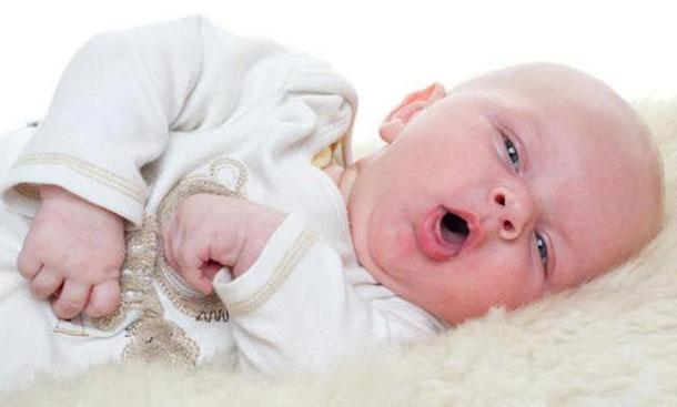 Дитина 2 місяці кашляє і чхає температури немає що робити