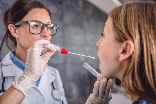 Ефективне лікування ларингіту в домашніх умовах у дорослих