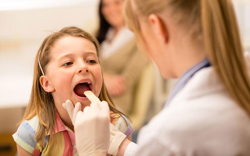 Гіпертрофія піднебінних мигдаликів у дітей: причини, симптоми і лікування