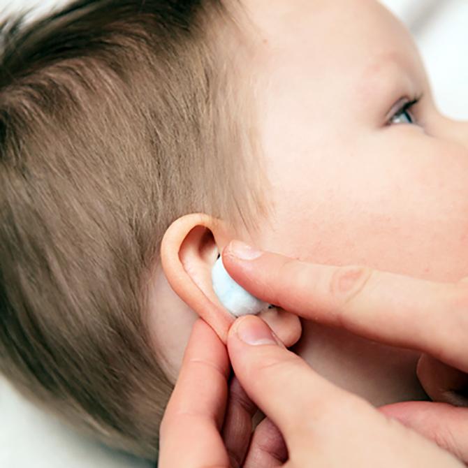 Гострий середній отит у дітей лікування. Симптоми отиту у немовляти: перші ознаки запалення вушок