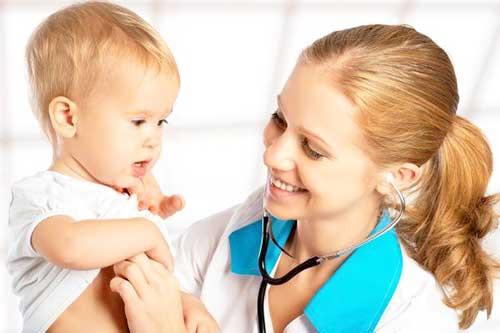 Грубі помилки при догляді за дитячою шкірою – бережіть свого малюка