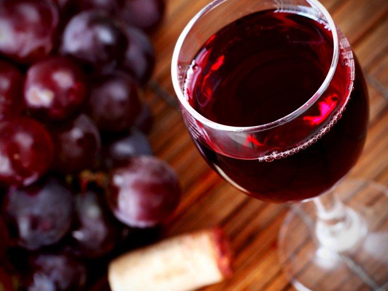 Маски для обличчя з червоного вина