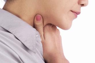 Чим лікувати біль у горлі при ковтанні з одного боку без температури