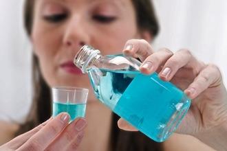 Неприємний запах з горла при ковтанні. Причини поганого запаху з горла: хвороби, фактори та лікування