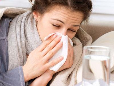 Нежить у дорослих: причини, симптоми, як ефективно вилікувати нежить у домашніх умовах