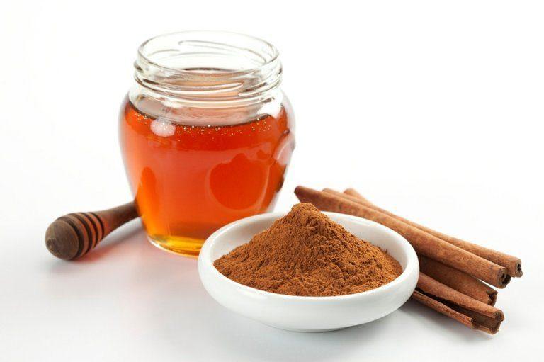 Інструкції по приготуванню і використанню масок для волосся з медом і корицею