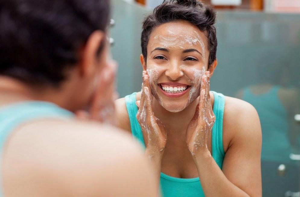 Як боротися з жирністю шкіри на обличчі?