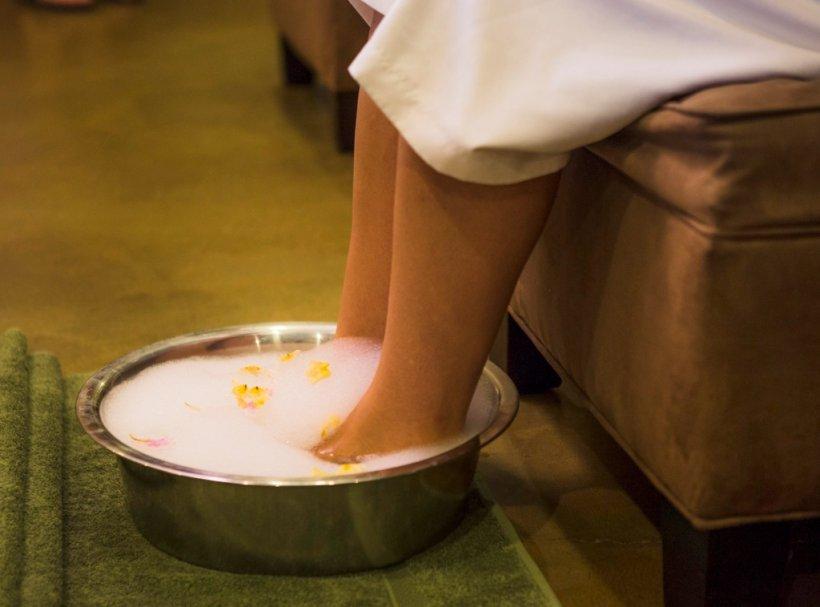Як правильно доглядати за шкірою ніг влітку