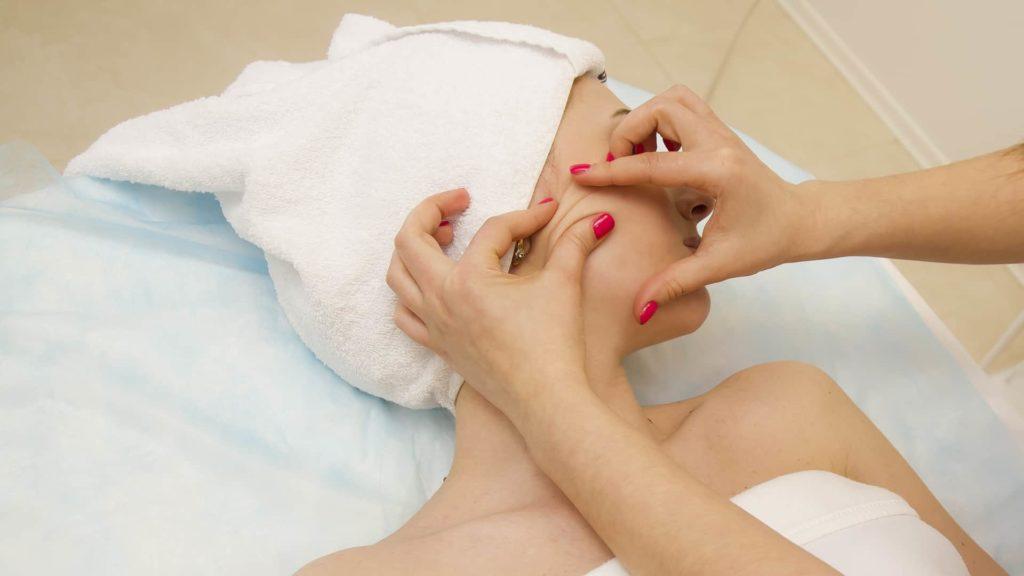 Як правильно робити щипковий масаж з користю для шкіри