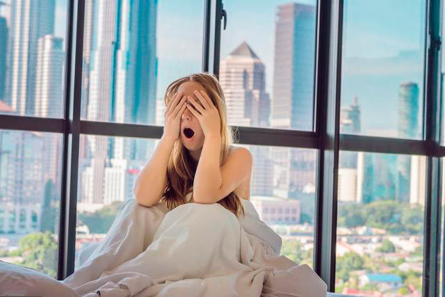 Як зняти ранкову набряклість з обличчя: домашня терапія на швидку руку
