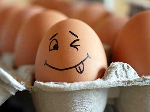 Яйце від прищів: правильне застосування і препарати на його основі