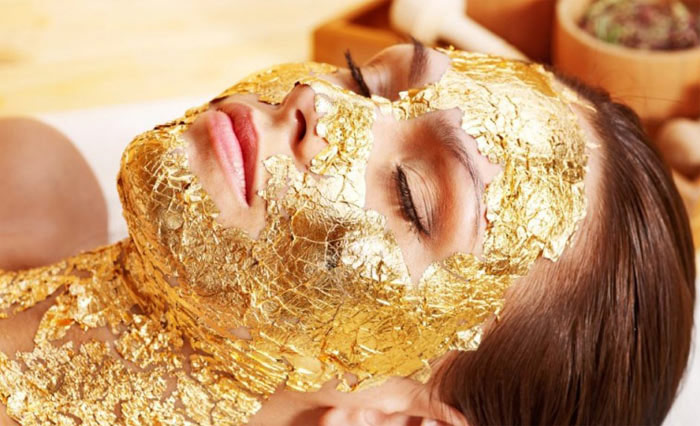 Золота маска для обличчя – правда чи міф?