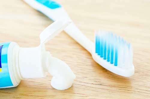 Зубна паста від прищів: особливості застосування і ефективність